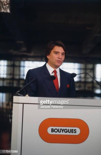 Homme d'affaires français Bernard Tapie fait partie des partenaires de Francis Bouygues ayant racheté la chaîne de télévision française TF1.