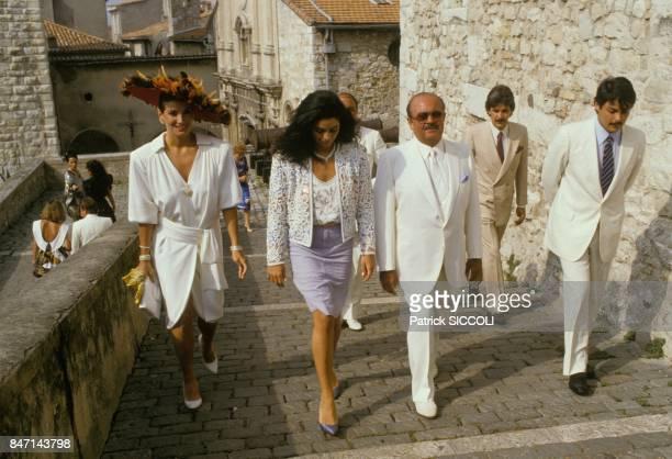 L' homme d'affaires saoudien Adnan Khashhogi est fait citoyen d'honneur de la ville d'Antibes le 16 juillet 1985 a Antibes France