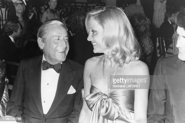 Homme d'affaires Stavros Niarchos et la baronne Sylvaine Waldner lors d'une soirée au Casino de Trouville le 22 avril 1979, France.
