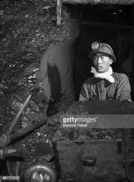 Homme dans une mine de charbon appartenant au groupe des mines de charbon Kailuan en Chine