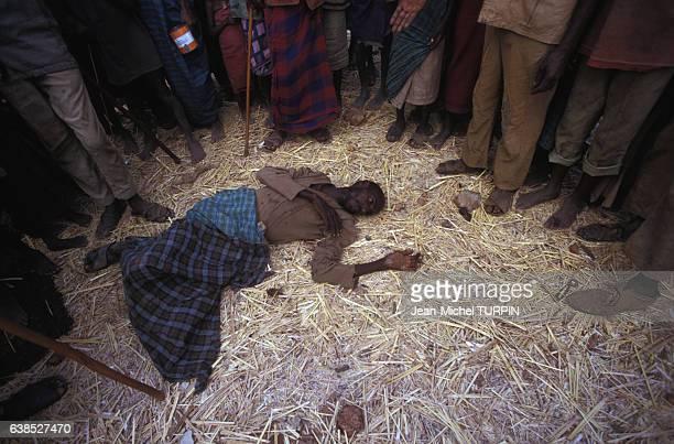 Homme mort de faim lors d'une famine le 23 août 1992 à Baidoa en Somalie
