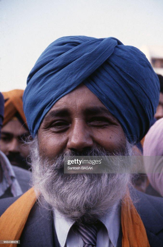 L`homme politique sikh Parkash Singh Badal en novembre 1982 au Punjab en Inde