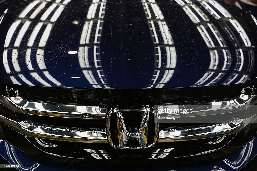 A Honda Motor Co. Odyssey Minivan Rolls Down The Assembly Line On The  Assembly Line