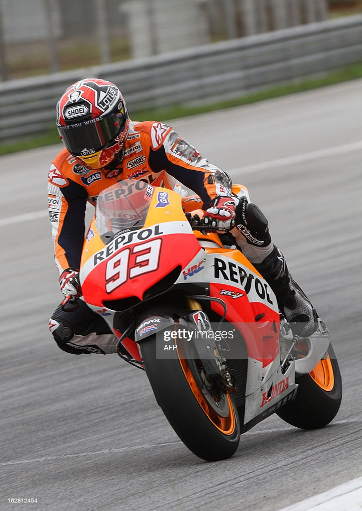 Honda riders Marc Marquez of Spain powers up his bike on turn one on the third day of the pre-season MotoGP test session at the Sepang circuit outside Kuala Lumpur on February 28, 2013. AFP PHOTO / Peter LIM