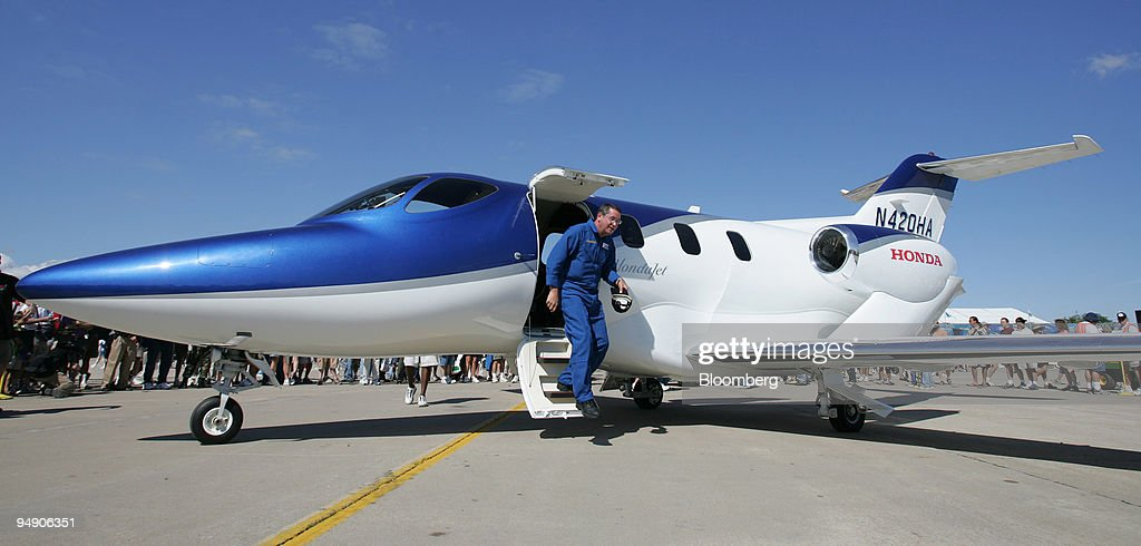 Honda test pilot Richard Gritter exits an experimental Honda : News Photo