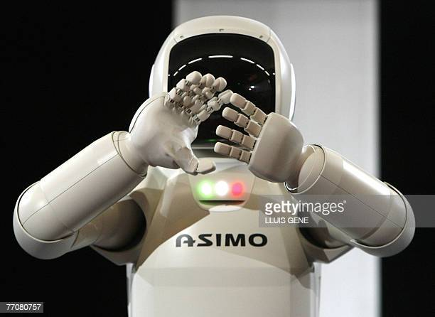 Honda's second version of the humanoid robot Asimo applauds 28 September 2007 in Barcelona during its first appearance in Europe Standing at 130...