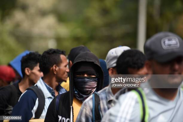 Honduran migrants heading to the United States with a second caravan wait in Agua Caliente Chiquimula region Guatemala on the HondurasGuatemala...