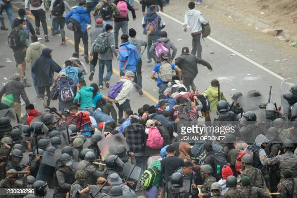Honduran migrants, part of a caravan heading to the United States, clash with Guatemalan security forces in Vado Hondo, Guatemala on January 17,...