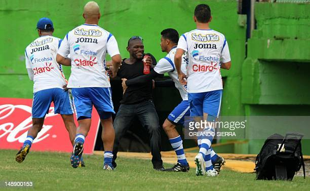 Honduran national football team players joke around with exHonduran striker Milton Tyson Nunez during a training session at the Morazan stadium in...