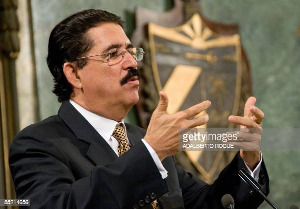 Honduran President Jose Manuel Zelaya gives a speech in which he condemned the US blockade against Cuba on March 04 2009 at the Havana's University...