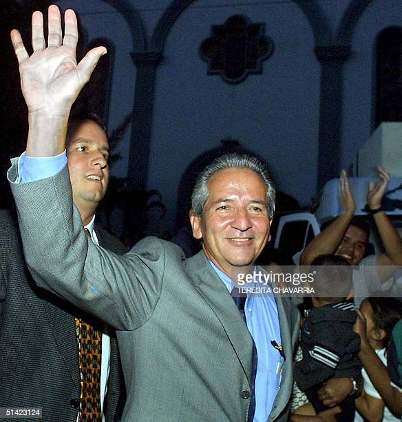 Honduran President Ricardo Maduro waves after attending mass in Tegucigalpa Honduras 26 November 2001 El presidente electo de Honduras Ricardo Maduro...