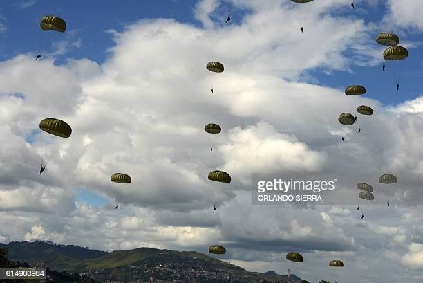 TOPSHOT Honduras' Army soldiers take part in a manoeuvre during the Big Army Forces Training Fair in Tegucigalpa on October 15 2016 SIERRA
