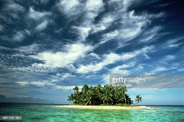 Honduras, Bay Islands, Los Cochinos, tropical islet