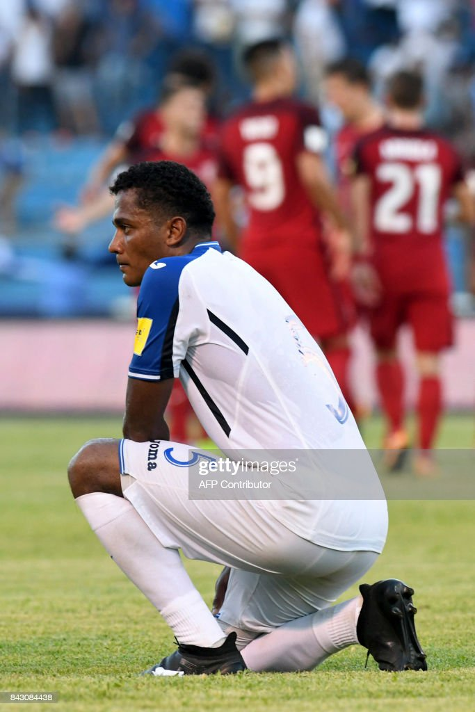 Honduras' Ever Alvarado kneels in dejection after tying 1-1 with USA at the end of their 2018 World Cup football qualifier match in San Pedro Sula, Honduras, on September 5, 2017. / AFP PHOTO / Orlando SIERRA