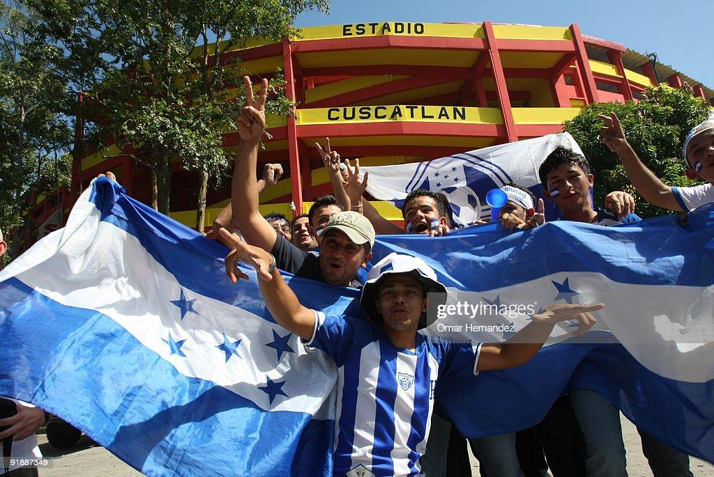 El Salvador v Honduras : News Photo