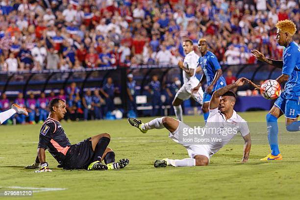 Honduras goalkeeper Donis Escober makes a save on a shot by United States midfielder DeAndre Yedlin during the Group A CONCACAF Gold Cup stage match...