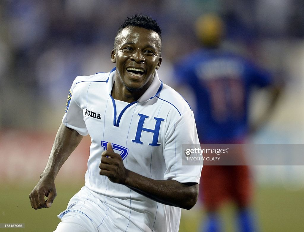 FBL-CONCACAF GOLD CUP-HAITI-HONDURAS : News Photo