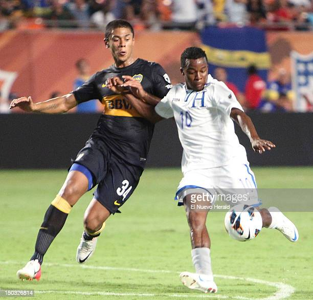 Honduras' Marvin Chavez right fights for the ball with Leandro Paredes during the second half of a friendly between Argentina's Boca Juniors and the...