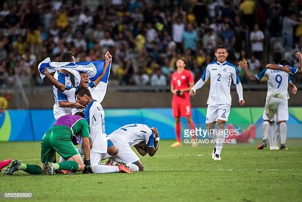 Honduras' players celebrate after winning their Rio 2016 Olympic Games quarterfinal men's football match Republic of Korea vs Honduras at the...