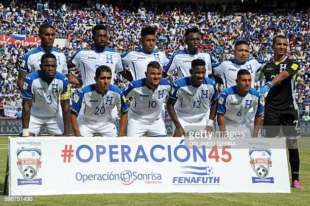 Honduras' players pose for a photo during their 2018 FIFA World Cup qualifiers football match against Canada in the Olimpico Metropolitano stadium in...
