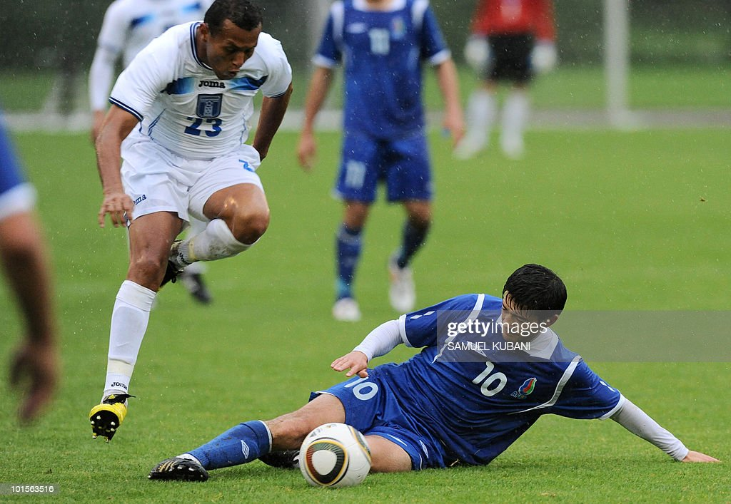 Honduras' Sergio Mendoza (L) vies with Azerbaijan's Elvin Mammadov (R) during their FIFA World Cup friendly football match between Honduras and Azerbaijan in Zell am See on June 2, 2010 ahead of the FIFA World Cup 2010 hosted by South Africa.
