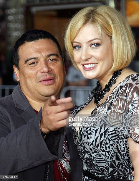 """Honduras-born US actor/comedian Carlos Mencia arrives with his wife Amy for the premiere of """"The Heartbreak Kid"""" 27 September 2007 in Los Angeles...."""