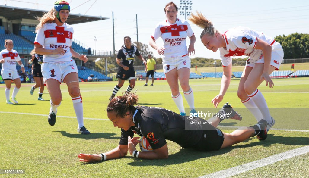 Honey Hireme of New Zealand scores a try during the 2017 Rugby League World Cup Semi Final match between New Zealand and England at Southern Cross Group Stadium on November 26, 2017 in Sydney, Australia.