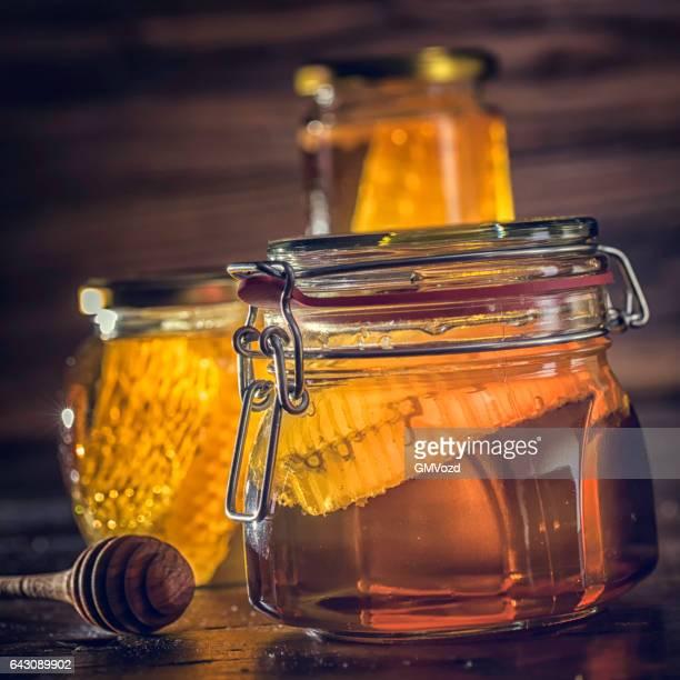 Honig im Glas mit Honeycomb