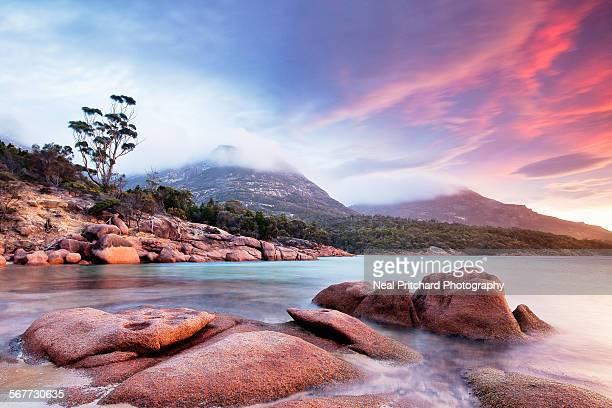 honeymoon bay tasmania - tasmania stock pictures, royalty-free photos & images