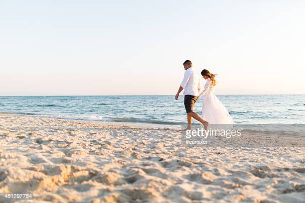honeymoon of just married couple - wedding stock pictures, royalty-free photos & images