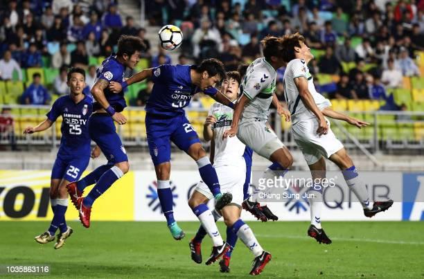 Hong Jeong-Ho of Jeonbuk Hyundai Motors competes for the ball with Kwak Kwang-Sun of Suwon Samsung Bluewings during the AFC Champions League Quarter...