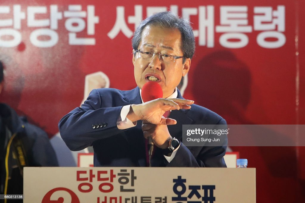 Hong Joon-pyo, the presidential candidate of the Liberty Korea Party, speaks during a presidential election campaign on May 8, 2017 in Seoul, South Korea.