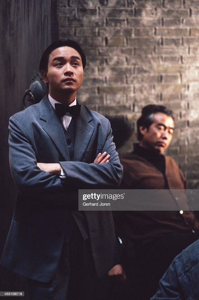 Hong Kong actor Leslie Cheung Kwok Wing (left) with Chinese... : News Photo