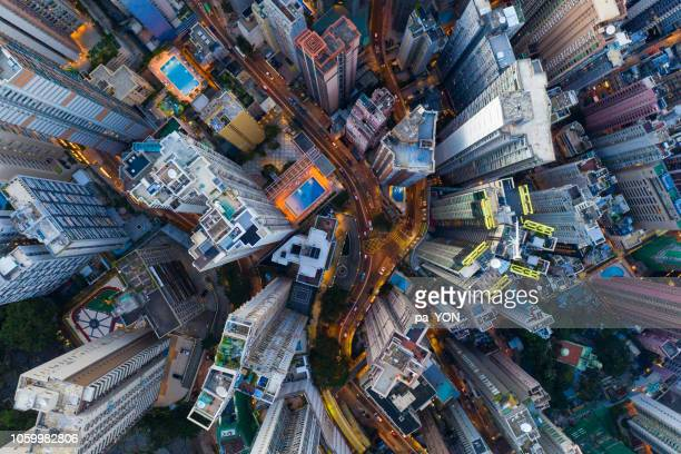 hong kong aerial scene in night, with road and traffic - vista cenital fotografías e imágenes de stock
