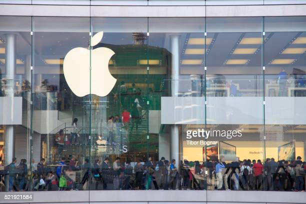 hong kong central district - apple computers stock pictures, royalty-free photos & images