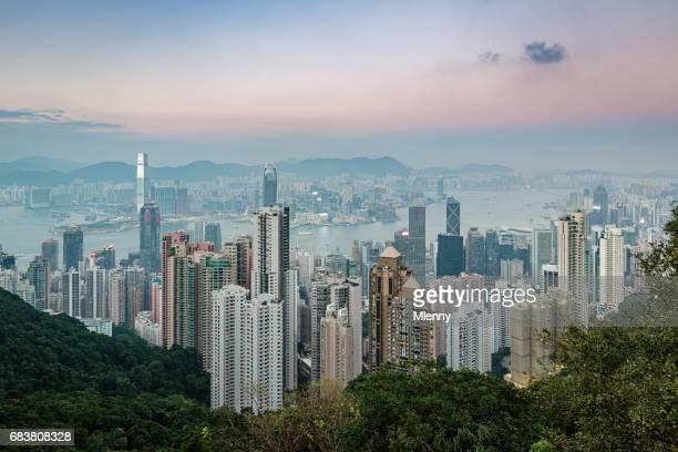 Crepúsculo del paisaje urbano de Hong Kong