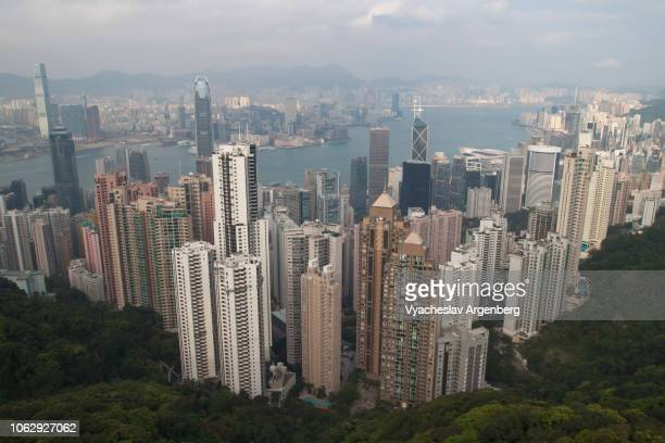 hong kong cityscape view of skyscrapers, aerial view from above - argenberg stock-fotos und bilder
