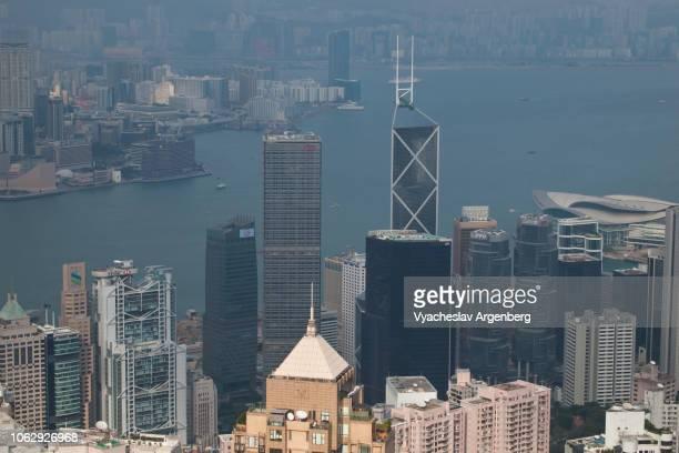 hong kong dramatic skyline - argenberg stock-fotos und bilder