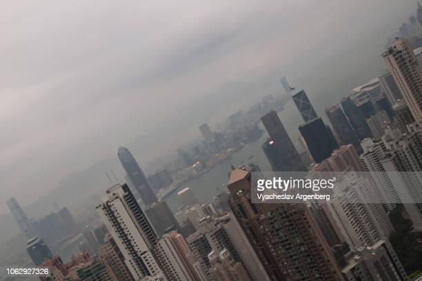 hong kong futuristic architecture over rainy sky, minimalism in frame - argenberg stock-fotos und bilder