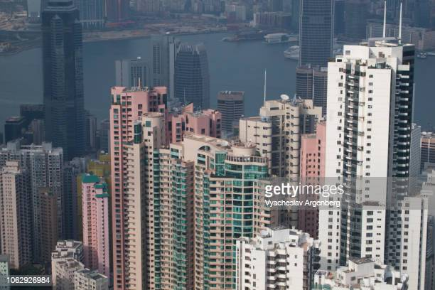 hong kong futuristic architecture with majestic view of skyscrapers - argenberg stock-fotos und bilder