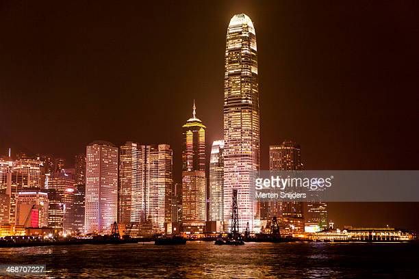 hong kong highrise skyline at night - merten snijders stock pictures, royalty-free photos & images