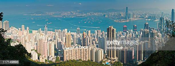 香港の街並みのパノラマに広がる中国 highrises 混雑 - 上環 ストックフォトと画像