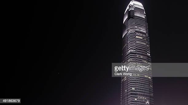 hong kong ifc at night - two international finance center stock pictures, royalty-free photos & images
