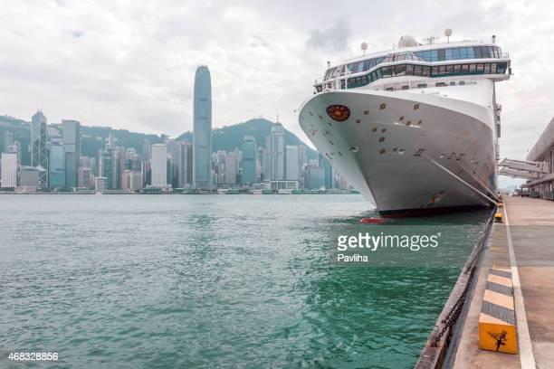hong kong island and cruise ship in kowloon, china - pavliha stock photos and pictures