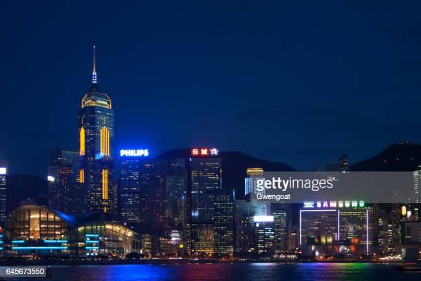 hong kong island door de nacht - gwengoat stockfoto's en -beelden