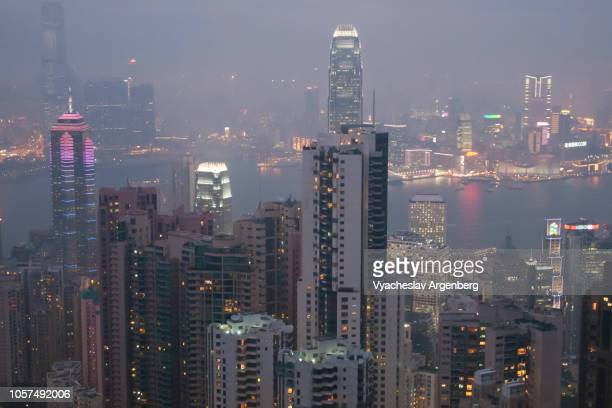 hong kong late in the evening, the most dazzling skyline in the world - argenberg stock pictures, royalty-free photos & images