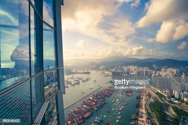 hong kong skyline aerial view and  cityscape with sunset time - kowloon fotografías e imágenes de stock