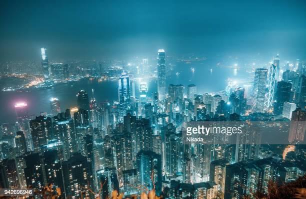 skyline de hong kong en la noche - paisajes de hongkong fotografías e imágenes de stock