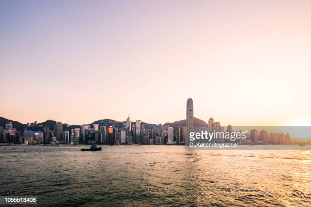 hong kong, skyline sunset - victoria harbour hong kong stock pictures, royalty-free photos & images