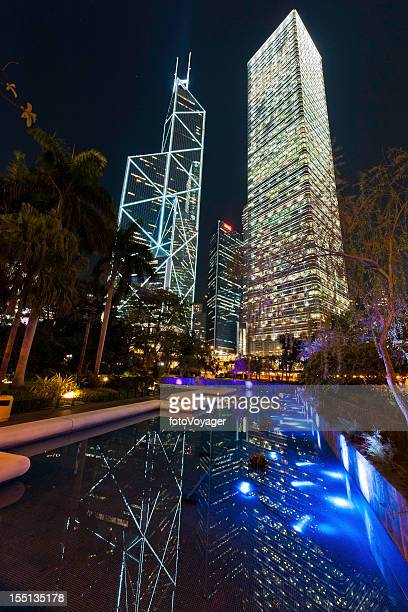 Hong Kong Statue Square Wolkenkratzern beleuchtet Nacht Central China